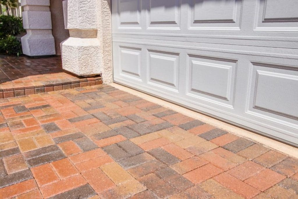 Results of the best concrete floor coating for a Las Vegas residential driveway detailed look